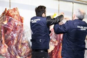 სურსათის სააგენტომ თბილისში 1 ტონამდე ვადაგასული და საეჭვო ხორცი დალუქა