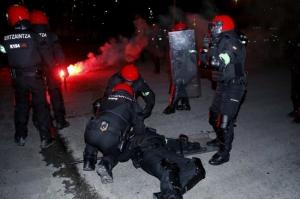 ბილბაოში ფეხბურთის ქომაგების შეტაკებას პოლიციელი ემსხვერპლა