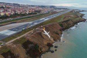 """თურქეთში """"პეგასუსის"""" თვითმფრინავი კატასტროფას გადაურჩა"""