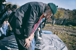 დაძაბულობა მოხეში – მუსლიმებს სადავო შენობასთან ლოცვის საშუალებას არ აძლევენ