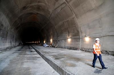 ხარაგაულში სარკინოგზო გვირაბის მშენებლობაზე დასაქმებულები მეორე დღეა გაფიცულები არიან