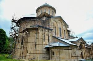 UNESCO-ს ექსპერტები გელათში მხატვრობის დაზიანებას და სახურავის ხარვეზების შეისწავლიან