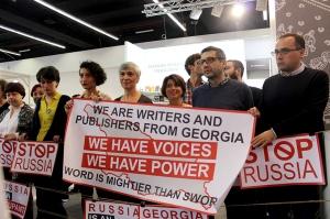 STOP RUSSIA - ქართველი გამომცემლებისა და მწერლების აქცია ფრანკფურტის წიგნის ბაზრობაზე