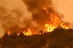 კალიფორნიაში ძლიერი ხანძრისას 10 ადამიანი დაიღუპა
