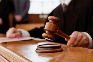 24 წლის გოგოს მოტაცებაში ბრალდებულებს 2 წლით პატიმრობა მიუსაჯეს