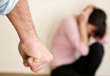სასამართლომ ორსული ცოლის სისტემატურ ცემაში ბრალდებულს 5 წლით პატიმრობა მიუსაჯა